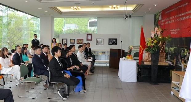 Aktivitäten zum 129. Geburtstag von  Präsident Ho Chi Minh in vielen Ländern - ảnh 1