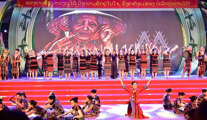 Abschuss des Festtags für Kultur, Sport und Tourismus der Volksgruppen im Grenzgebiet zwischen Vietnam und Laos - ảnh 1