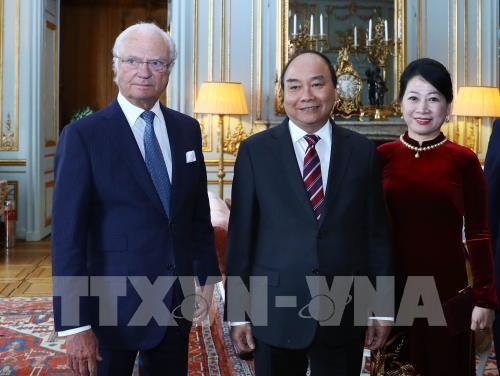 Premierminister Nguyen Xuan Phuc trifft König Carl XVI. Gustaf von Schweden - ảnh 1