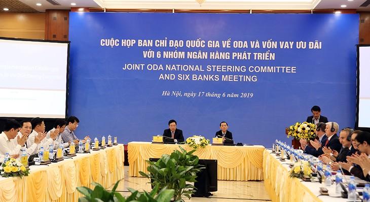 Banken verpflichten sich, weitere Entwicklungshilfe für Vietnam zur Verfügung zu stellen - ảnh 1