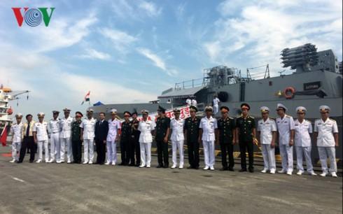 Indian navy ships visit Hai Phong - ảnh 1