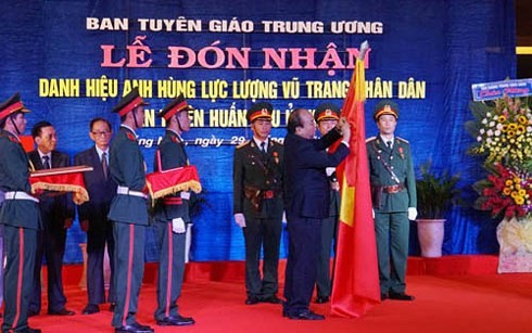 "Region 5's Communications and Education Commission honored as ""Hero of the People's Armed Forces"" - ảnh 1"