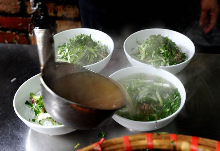Savoury breakfasts and the iconic bowl of Phở - ảnh 1
