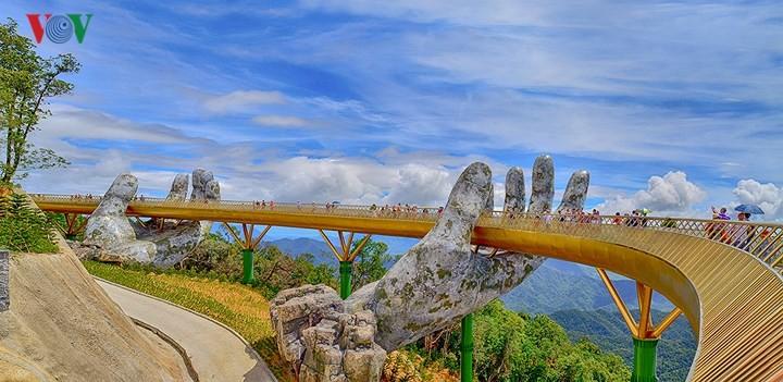 Da Nang city's Golden Bridge goes viral - ảnh 1