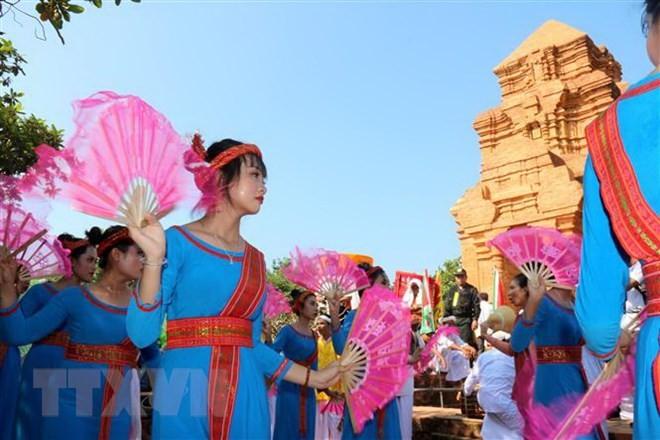 Cham people celebrate Kate festival - ảnh 1