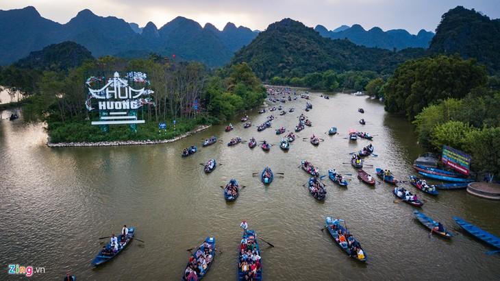 Traditional spring festivals kick off across Vietnam - ảnh 2