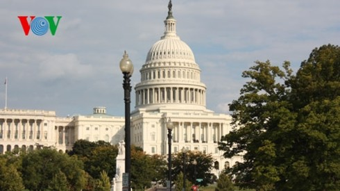 US lawmakers reach tentative deal to avoid government shutdown - ảnh 1