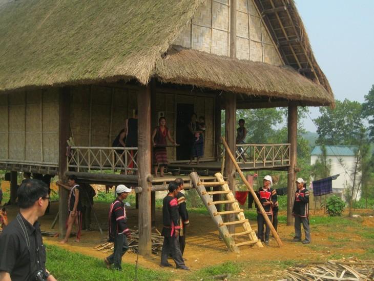 ชนเผ่าเบราในเขตที่ราบสูงเตยเงวียน - ảnh 2