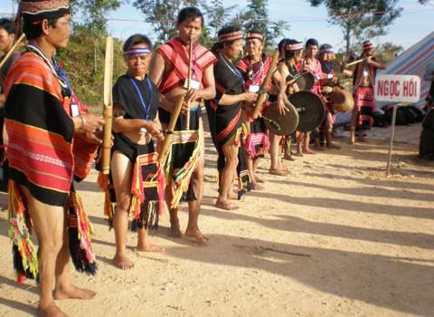 ชนเผ่าเบราในเขตที่ราบสูงเตยเงวียน - ảnh 1