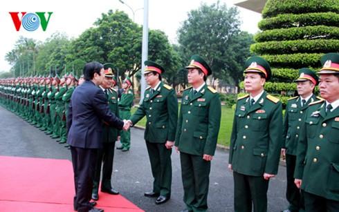 ประธานประเทศเยือนกองทัพน้อยที่1และกองบัญชาการทหารจ.นินบิ่งห์ - ảnh 1