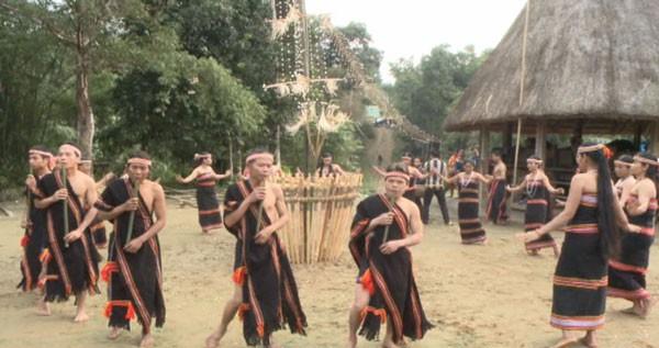 ดิงตู๊ด เครื่องดนตรีพื้นบ้านของชนเผ่าแหยเจียง - ảnh 2
