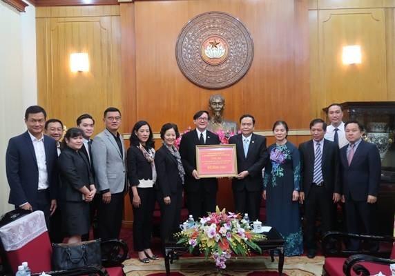 รัฐบาลและภาคเอกชนไทยในเวียดนามมอบเงินบริจาคเพื่อช่วยเหลือผู้ประสบภัยธรรมชาติในภาคเหนือเวียดนาม - ảnh 1