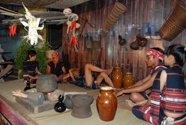 พงศาวดาร บานา เอกลักษณ์แห่งชีวิตวัฒนธรรมของชุมชนชาวเตยเงวียน - ảnh 1