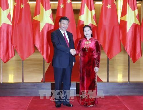 ประธานสภาแห่งชาติเวียดนามเหงียนถิกิมเงินพบปะกับเลขาธิการใหญ่พรรคและประธานประเทศจีน - ảnh 1