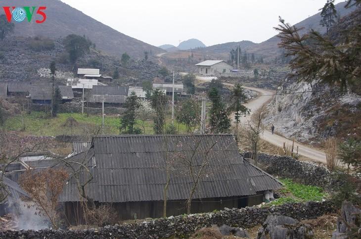 บ้านของชาวม้งในเขตที่ราบสูงหินด่งวัน - ảnh 1