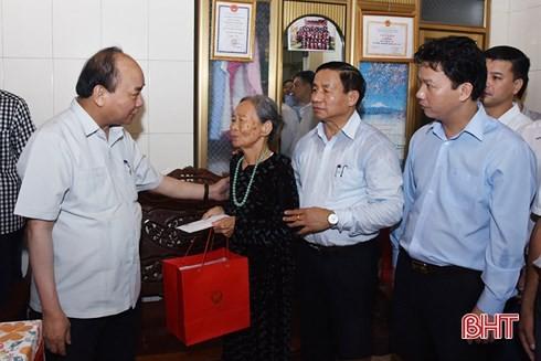 นายกรัฐมนตรีลงพื้นที่ตรวจโครงการตัวอย่างพัฒนาชนบทใหม่ในจังหวัดฮาติ๋งห์ - ảnh 1