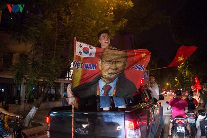 เอเชี่ยนเกมส์ 2018 วันที่27สิงหาคม ฟุตบอลชายเวียดนามและกรีฑาสร้างผลงานครั้งประวัติศาสตร์  - ảnh 6