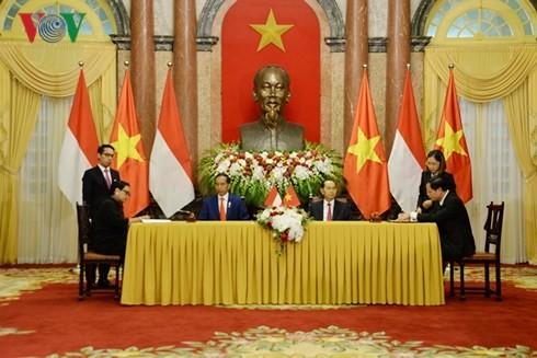 ประธานประเทศ เจิ่นด่ายกวาง เจรจากับประธานาธิบดีอินโดนีเซีย - ảnh 3