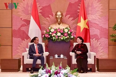 ประธานสภาแห่งชาติเหงวียนถิกิมเงินให้การต้อนรับประธานาธิบดีอินโดนีเซีย - ảnh 1