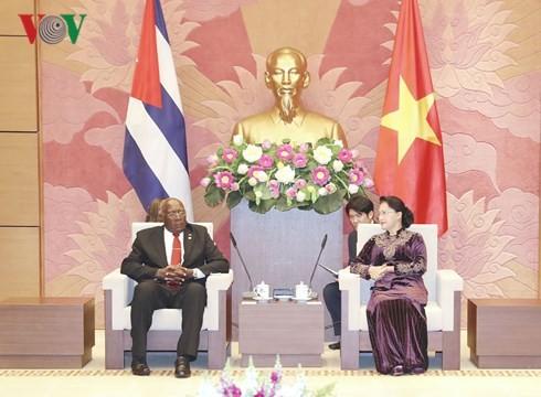 ผู้นำเวียดนามให้การต้อนรับรองประธานคนที่1สภาแห่งรัฐคิวบา - ảnh 2