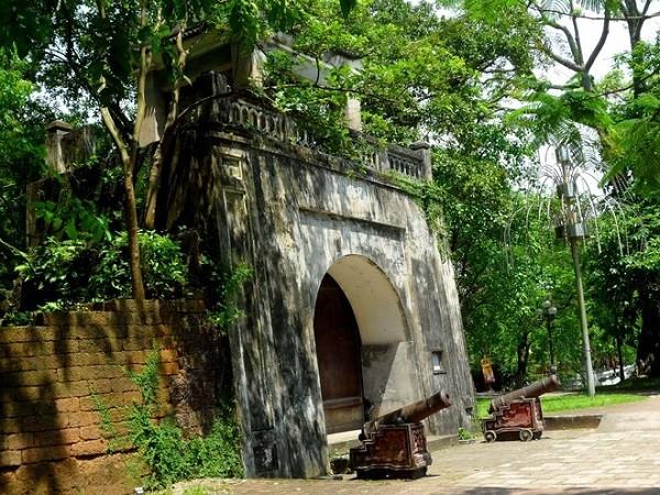 กำแพงเมืองเก่าเซินเตย-โบราณสถานทางประวัติศาสตร์ที่โดดเด่นของกรุงฮานอย - ảnh 1