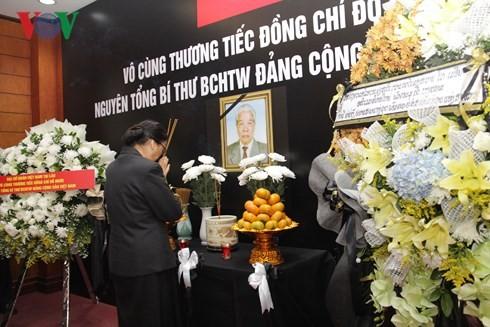 สถานทูตเวียดนามประจำประเทศต่างๆเปิดให้ลงนามในสมุดไว้อาลัยอดีตเลขาธิการใหญ่พรรคคอมมิวนิสต์เวียดนาม โด๋เหมื่อย - ảnh 8