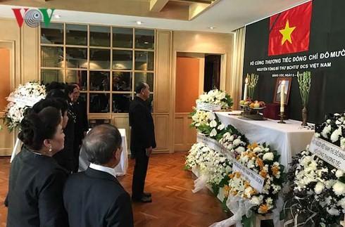 สถานทูตเวียดนามประจำประเทศต่างๆเปิดให้ลงนามในสมุดไว้อาลัยอดีตเลขาธิการใหญ่พรรคคอมมิวนิสต์เวียดนาม โด๋เหมื่อย - ảnh 2