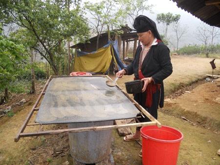 อนุรักษ์อาชีพการทำกระดาษพื้นเมืองของชนเผ่าเย้า จังหวัดห่ายาง - ảnh 2