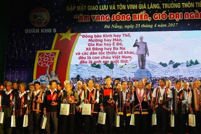 อำนาจของผู้ใหญ่บ้านในชุมชนชนเผ่าบานาที่เขตเตยเงวียน - ảnh 1