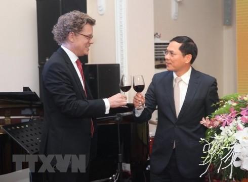 รำลึกครบรอบ50ปีความสัมพันธ์ทางการทูตเวียดนาม-สวีเดน - ảnh 1