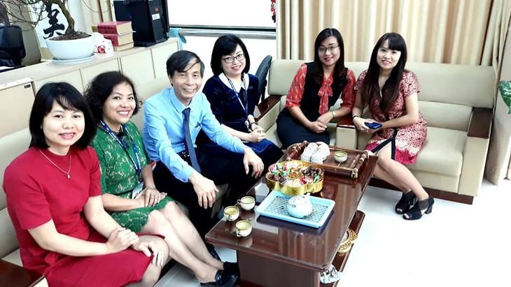 ทีมงานภาคภาษาไทยและเจ้าหน้าที่ผู้สื่อข่าวของวีโอวี5พบปะสังสรรค์หลังวันหยุดตรุษเต๊ต  - ảnh 7