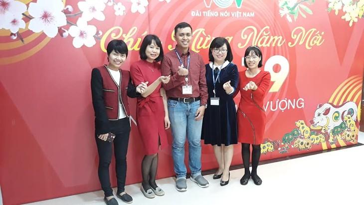 ทีมงานภาคภาษาไทยและเจ้าหน้าที่ผู้สื่อข่าวของวีโอวี5พบปะสังสรรค์หลังวันหยุดตรุษเต๊ต  - ảnh 5