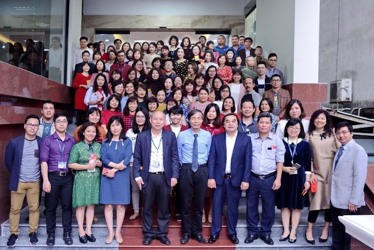 ทีมงานภาคภาษาไทยและเจ้าหน้าที่ผู้สื่อข่าวของวีโอวี5พบปะสังสรรค์หลังวันหยุดตรุษเต๊ต  - ảnh 1