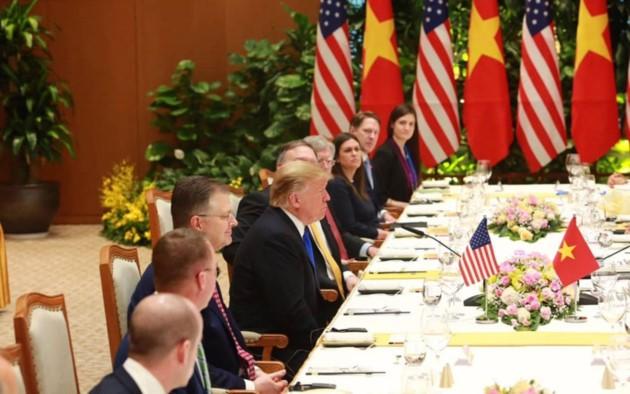 ผู้นำเวียดนามให้การต้อนรับประธานาธิบดีสหรัฐ โดนัลด์ ทรัมป์ - ảnh 12