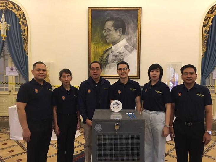 ผู้มีสิทธิ์เลือกตั้งไทยที่พำนักในเวียดนามเริ่มไปใช้สิทธิ์เลือกตั้งนอกราชอาณาจักร - ảnh 1