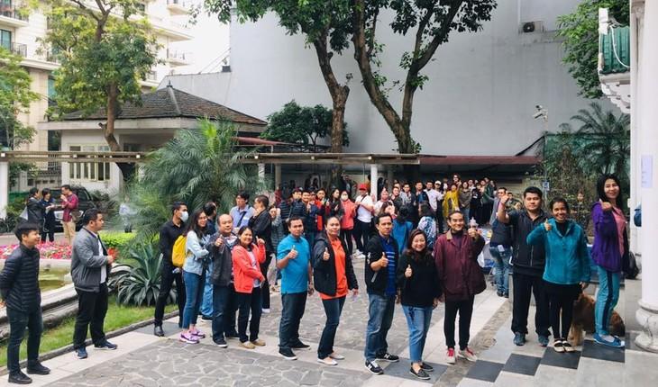 ผู้มีสิทธิ์เลือกตั้งไทยที่พำนักในเวียดนามเริ่มไปใช้สิทธิ์เลือกตั้งนอกราชอาณาจักร - ảnh 3