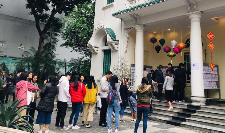 ผู้มีสิทธิ์เลือกตั้งไทยที่พำนักในเวียดนามเริ่มไปใช้สิทธิ์เลือกตั้งนอกราชอาณาจักร - ảnh 9