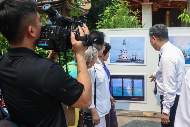 จัดแสดงภาพถ่ายเกี่ยวกับหมู่เกาะเจื่องซาหรือสเปรตลีของเวียดนามที่ประเทศไทย  - ảnh 4