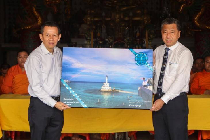 จัดแสดงภาพถ่ายเกี่ยวกับหมู่เกาะเจื่องซาหรือสเปรตลีของเวียดนามที่ประเทศไทย  - ảnh 1