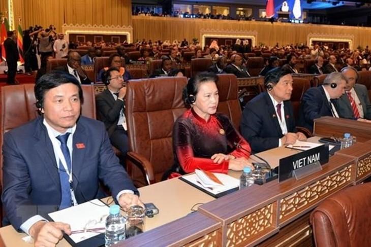 ประธานสภาแห่งชาติเวียดนามเข้าร่วมพิธีเปิดการประชุมไอพียู-140 ณ กาตาร์ - ảnh 1
