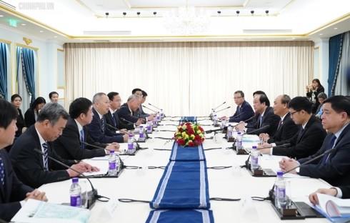 นายกรัฐมนตรีเหงวียนซวนฟุกพบปะกับผู้ประกอบการชั้นนำของจีน - ảnh 1