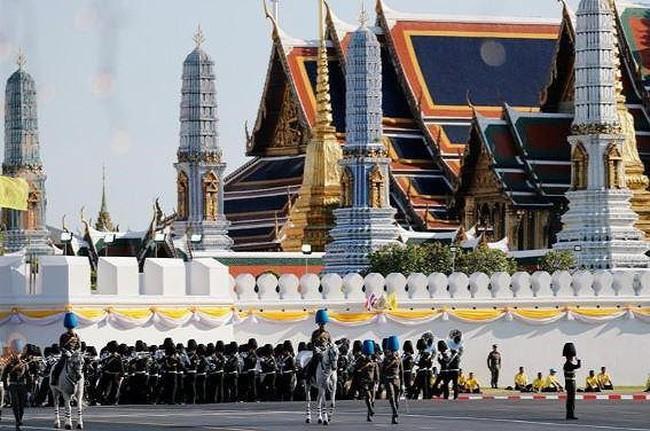 ประเทศไทยเตรียมพร้อมสำหรับงานพระราชพิธีบรมราชาภิเษก - ảnh 1