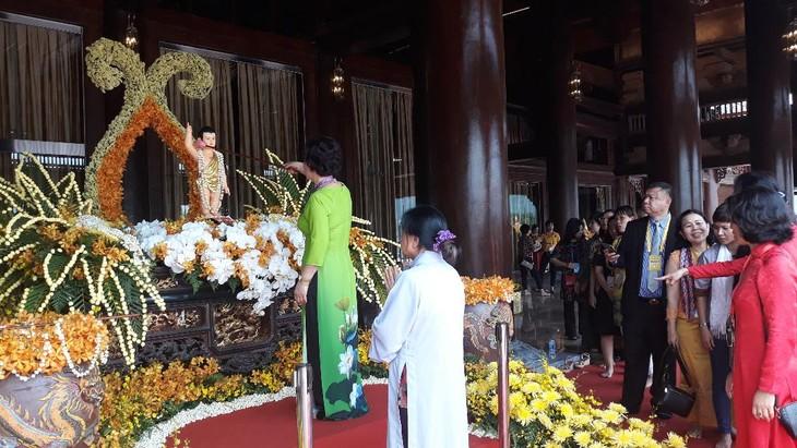 บรรยากาศ ณ ศูนย์วัฒนธรรมพุทธศาสนาตามจุ๊กในงานวิสาขบูชาโลก2019  - ảnh 15
