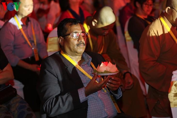 บรรยากาศ ณ ศูนย์วัฒนธรรมพุทธศาสนาตามจุ๊กในงานวิสาขบูชาโลก2019  - ảnh 39