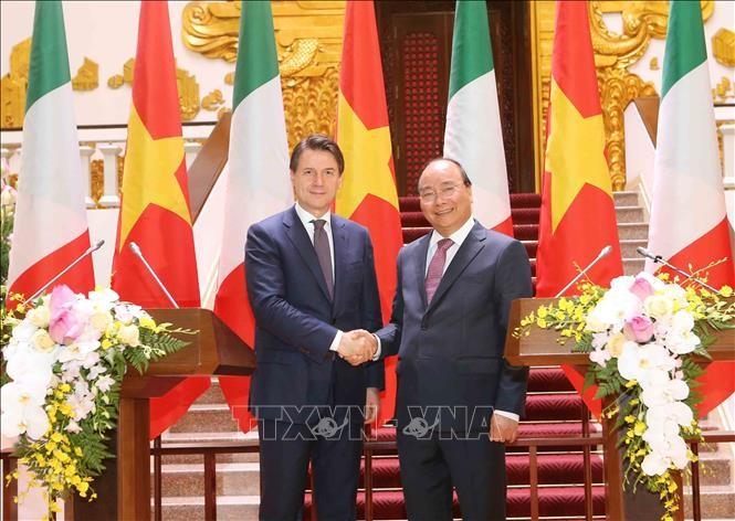 นาย จูเซปเป คอนเตนายกรัฐมนตรีอิตาลีเสร็จสิ้นการเยือนเวียดนามอย่างเป็นทางการ  - ảnh 1