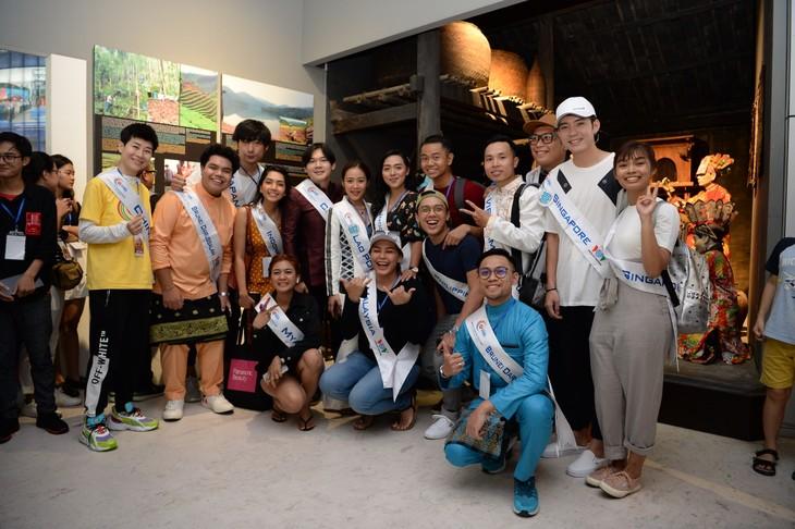 กิจกรรมของนักร้องจากประเทศอาเซียน ณ จังหวัดกว๋างนิงห์ - ảnh 12