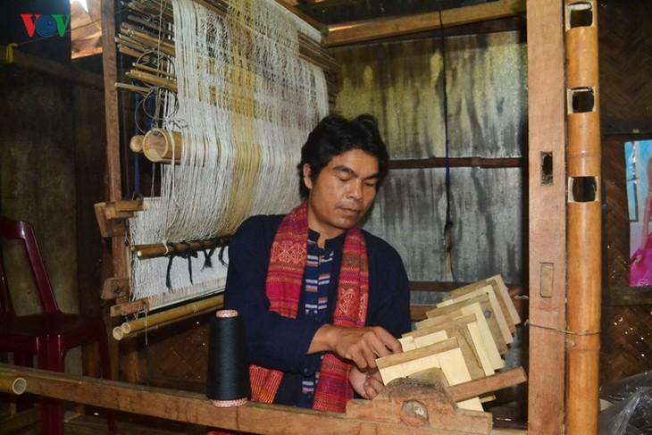 ฟื้นฟูอาชีพทอผ้าพื้นเมืองของชนเผ่าเวิน เกี่ยว - ปา โก - ảnh 3