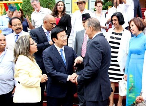 President meets delegates to Asia-Pacific Regional Conference of Solidarity with Cuba - ảnh 1