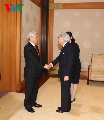 Party leader meets Japanese Emperor - ảnh 1