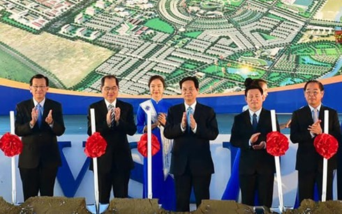 Prime Minister attends ground-breaking ceremony of VSIP project in Nghe An - ảnh 1